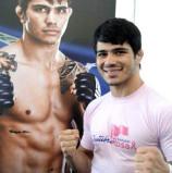 O lutador de MMA Erick Silva também está na campanha Outubro Rosa