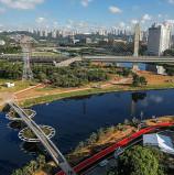 Governador inaugura uma ponte 'ecológica' no Rio Pinheiros