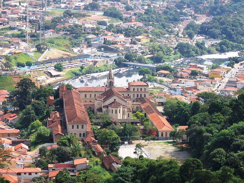 800px-Cidade_de_Pirapora_do_Bom_Jesus_1