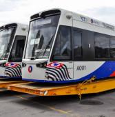 Veículo Leve sobre Trilhos desembarca no Porto de Santos  VLT possui sete módulos, 2,65m de largura por 44m de comprimento e foi fabricado em Valência, na Espanha