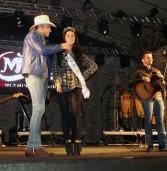 Miss Santana de Parnaíba faz sucesso no show da Festa da Padroeira da cidade