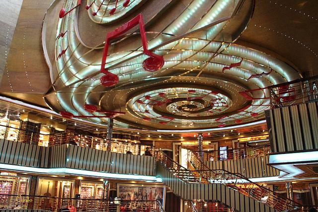 atrium com lojas