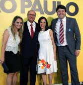 Prefeito Elvis e Primeira dama Selma Cezar, na posse do governador, no primeiro compromisso do ano – Palácio do Governo do Estado de São Paulo