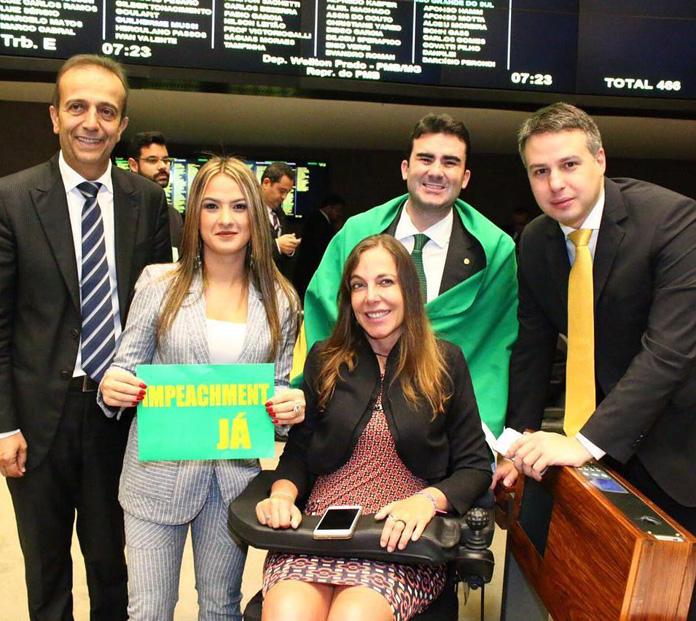 Brunano plenario da Cãmara dos deputados na madrugada véspera da votação
