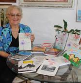 Escritora Valderez Escobar doa livros para Santana de Parnaíba