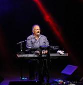 Show de Guilherme Arantes no Teatro de Barueri é sucesso de público