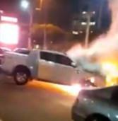 Carro incendeia no Habib's Alphaville há pouco e guarda municipal se arrisca e apaga o incêndio em