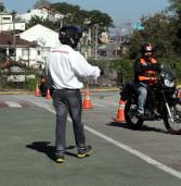 Defesa Civil de Barueri oferece curso gratuito de Pilotagem Defensiva de moto