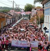 Ontem, a Caminhada do Outubro Rosa repetiu a mobilização da população no Centro Histórico de Santana de Parnaíba