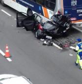 Carro perde a direção, bate em Ônibus em movimento na Raposo Tavares. Morre na hora, a motorista