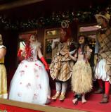 Chegada do Papai Noel no Iguatemi Alphaville, aconteceu ontem, com teatrinho, muitos personagens e ursinhos. Um sucesso com as criancinhas. Aqui, muitas fotos!