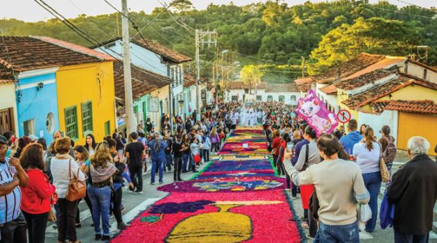 Vem aí! Em 31 de maio, tapetes coloridos embelezarão a Celebração de Corpus Christi em Santana de Parnaíba