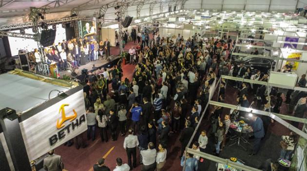 4ª Feira de Negócios e Emprego de Santana de Parnaíba tem abertura em evento lotado