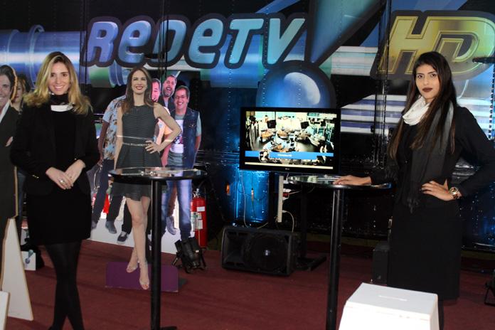 feira negocios.estande.RedeTV!garotas.696