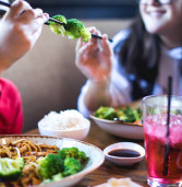 P.F. Chang's e Kumon promovem refeição grátis e espaço kids durante as férias de julho, aqui no Iguatemi Alphaville