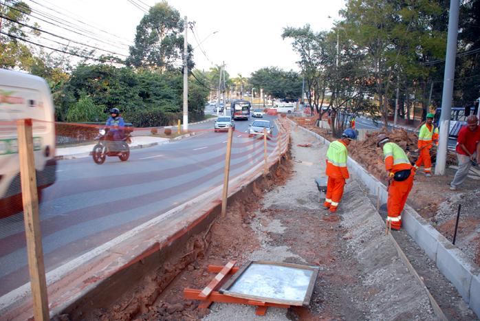 Alargamento de via em Alphaville 25 07 yojiro.alargamento.SANDRO ALMEIDA (2).698
