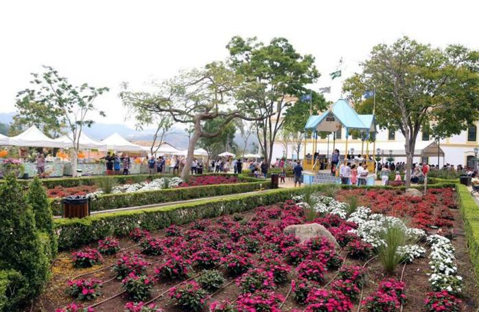 Praça reformada.coreto.jardim.698