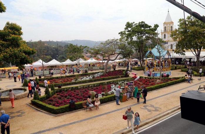 Praça reformada.vista lateral.698