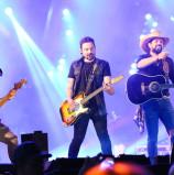 Mais de 20 mil pessoas prestigiam o show em comemoração ao aniversário de 438 anos de Santana de Parnaíba