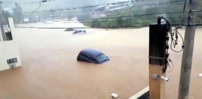 obra pós chuva.inundação Jaguari