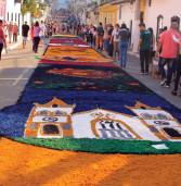 Centro Histórico de Santana de Parnaíba no Feriado de Corpus Christi recebe multidão de pessoas