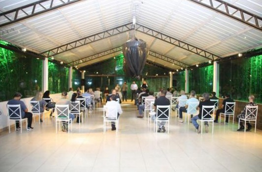 Representantes de residenciais de Alphaville, Tamboré e Aldeia da Serra se reúnem no Espaço Savana para conhecer os candidatos indicados pelo prefeito Elvis