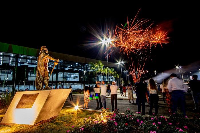 Inauguração do Centro Administrativo fogos estatua