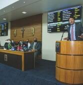 Ex-prefeito Elvis Cezar recebe moção dos vereadores de Santana de Parnaíba