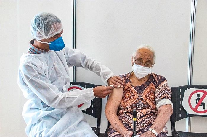 Karina Borges- vacina terceira dose barueri
